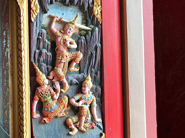 ワット・プライ・レーム(Wat Plai Laem)の扉の装飾