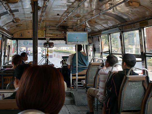 バンコクのバス車内