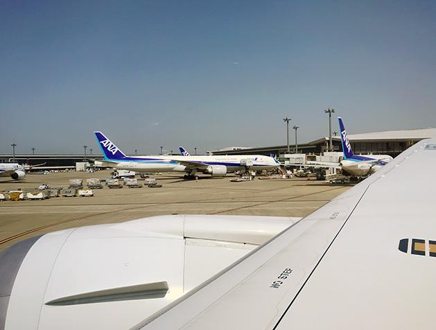 成田空港に到着したANA