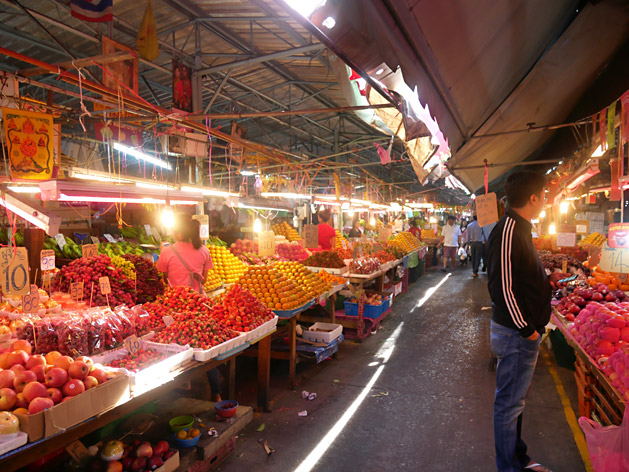クロントゥーイ市場のフルーツ