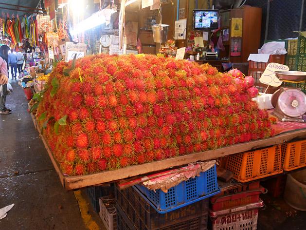 クロントゥーイ市場のランブータン