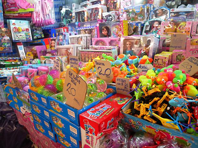クロントゥーイ市場のおもちゃ屋