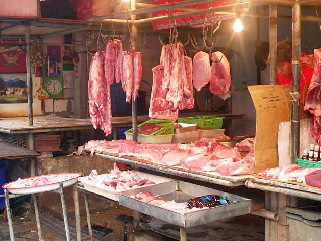 クロントゥーイ市場の肉屋