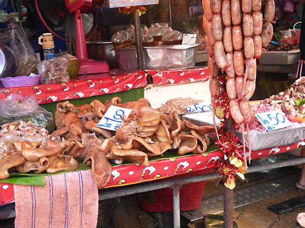 クロントゥーイ市場の豚の耳